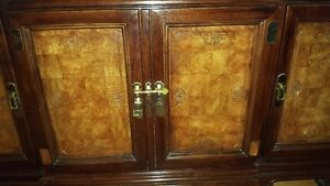 Spectacular large Oriental China Cabinet Buffet + Hutch West Island Greater Montréal image 4