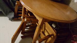 Ensemble 4 chaises et table en bois antique