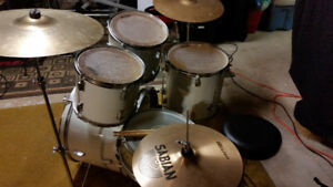 WESTBURY 5 PIECE DRUM KIT (Open to Trades)