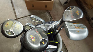 GOLF CLUBS AND DELUXE BAG