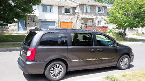 2015 Chrysler Town & Country Private sale !!!!!!!!!