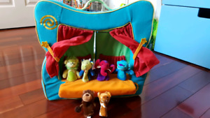 Manhattan toys puppet stage and 6 finger puppets.