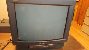 Sony Trinitron 20 in. view w/ Remote Working Great Condition