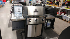 Broil King Signet 320 Natural Gas BBQ Brand New