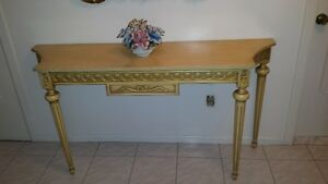 BEAUTIFUL ENTRY TABLE - EXQUISITE CARVING