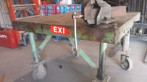 Heavy duty bench with vise