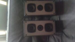 BERHINGER ELECTRIC GUITAR (Used) WITH KENWOOD SPEAKERS