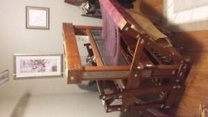 36 inch weaving floor loom