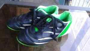 Kids soccer shoes size 13
