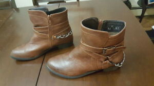 New fashion boots!  From Taxi, brown!  Size 38.
