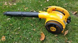 Poulan Pro leaf blower - near new condition