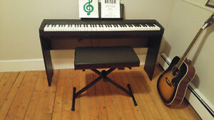 YAMAHA Digital Piano P-35 with stand