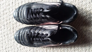 UMBRO Soccer Shoes - Size 8