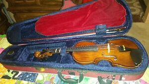 Student 3/4 Stentor Student II Violin. Used a couple of times!