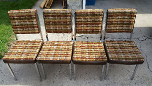 4 dining room / kitchen table chairs