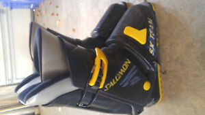 Salomon ski boots size 22-22.5 in Collingwood