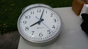Large Traditional Clock Stratford Kitchener Area image 1