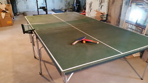 Table de Ping Pong (+ raquettes) / Ping Pong Table (+ paddles)