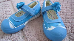 NEW morgan & milo blue girl's shoes with sequins size 9