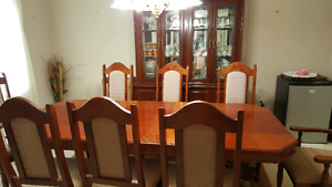 Gorgeous solid dining set table + leaf, 8 chairs, hutch & buffet