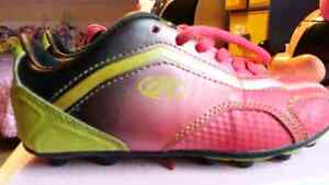 Girl soccer shoes size 13