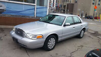 2000 Ford Crown Victoria  ONLY 79,221KM