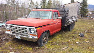 1974 f350 frame truck 460 motor  in it 1700$ obo