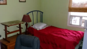 Nice room Kenlworth & 1 Barton block from bus stops $150 weekly