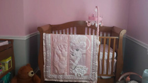 """Swan lake"" crib set with mobile and lamp"
