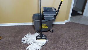 Industrial cleaning pail & mop