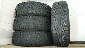215/70/R16 Nokian (hiver). $160