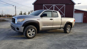 2008 Toyota Tundra 3 inch lift,original paint,excellent cond..