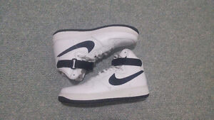 Air Force 1 High White/Black Size 10.5 (GREAT CONDITION)