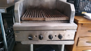 Commercial Broiler & flat top grill w/burners