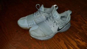 Nike PG1 Basketball Court Shoes Size 9