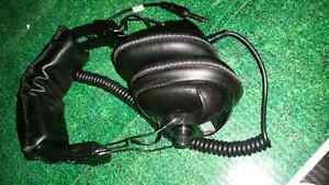 Metal detector ear phone