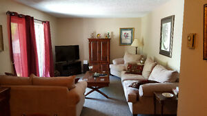 Working Professionals or Seniors! 2 Bedrooms - $875/month+hydro