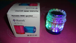 BRAND NEW MINI SPEAKER  2GB FM RADIUSE MP3/MP4,USB,SD CARDS.IPOD