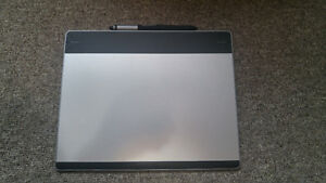 Wacom Intuos Pen and Touch Medium Tablet (CTH680)