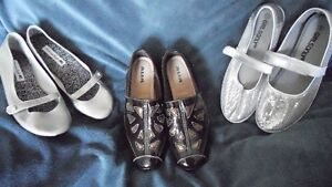 Women's size 5 and 6 flat shoes.