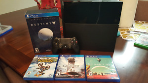 PS4 console mint condition +4 games
