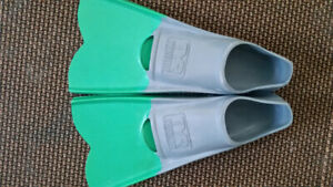 TYR Crossblade fins, green, size 5-7 male, 7-9 female, 38-39