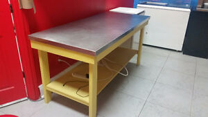 Commercial stainless steele table