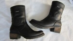 Falco motocycle boots for women