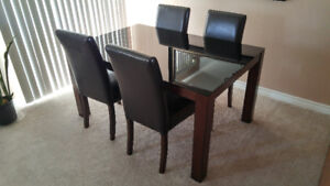 Mint condition 7 piece dining set