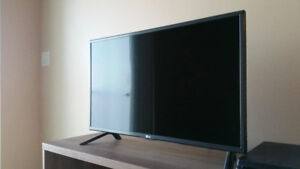 LG 32-Inch 60hz HD Smart LED. Like new.