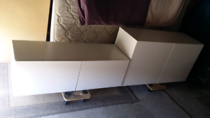 Great Entertainment /storage unit setting. Delivery possible