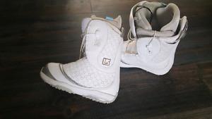 Burton womans snowboard boots size 8