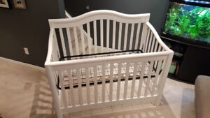 Solid Wood White 3 in 1 Baby Crib and High end Mattress