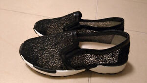 Black White Lace-Like Sneakers Shoes Athletic Comfort